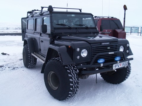 Another Land Rover with similar modifications.