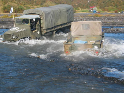 Military Trucks on Old Army Trucks In Deep Water