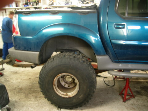 Custom Sport Trac - Removing the Rear Axle