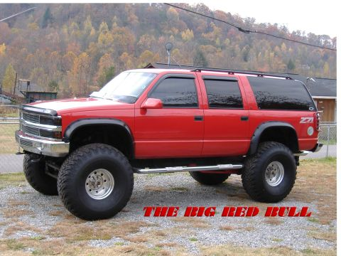 the-big-red-bull-chevrolet-suburban-1995-4